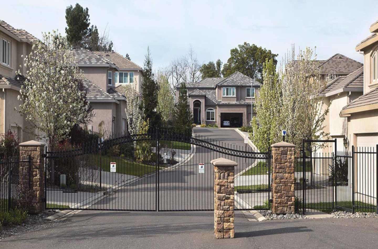 05_Gated Community-Entrance_with_Stone_Columns GIMP(1x.66).jpg